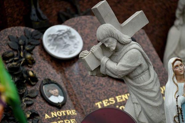 Illustration cimetière - Que faire des tombes de nos défunts ?