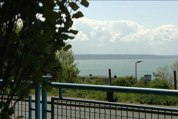"""La Baie de Seine vue des terrains de """"L""""Hydro"""" à  Sainte-Adresse"""