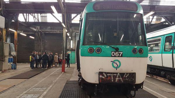 Les salariés ont 4 à 5 ans de travail pour remettre à neuf les rames du métro parisien.