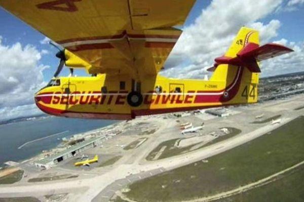 Marignane (Bouches-du-Rhône) - les Canadair et les pilotes s'entraînent avant la saison estivale - juin 2014.