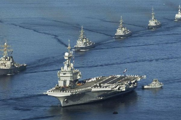Les navires défileront devant le porte-avions Charles-de-Gaulle à 19h en rade de Toulon.