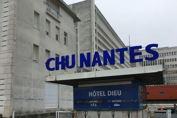 Nouvelle manifestation des personnels de santé devant le CHU de Nantes ce mardi.