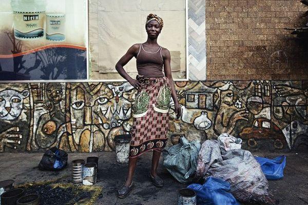 Une photo de Filipe Branquinho : né au Mozambique en 1977, Filipe Branquinho vit et travaille à Maputo. Il a commencé des études d'architecture au Mozambique avant de les poursuivre au Brésil. C'est au cours de ce séjour qu'il commence à s'intéresser à l'illustration et à la photographie, dont il entame l'apprentissage en autodidacte.