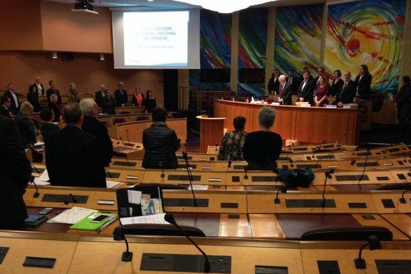 Les conseillers régionaux de Lorraine ont rendu hommage à leur ancien collègue mosellan Julien Schvartz avant le débat d'orientation budgétaire, jeudi 18 décembre 2014. Hôtel de Région, Metz (Moselle).