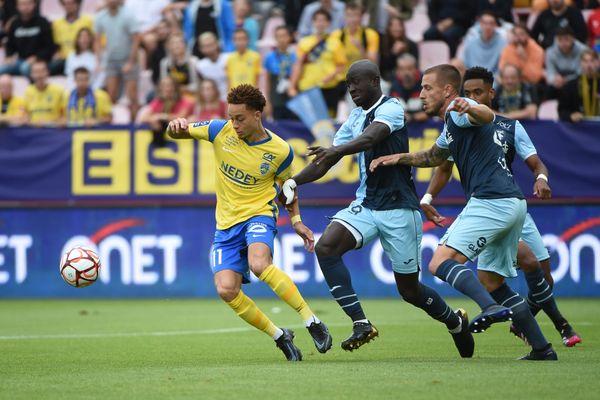 Le match Sochaux (en jaune) - Le Havre (en bleu) ce samedi 31 juillet à Dijon.