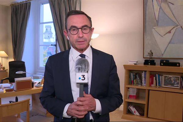 Le sénateur vendéen Bruno Retailleau au micro de France 3 Pays de la Loire, le 20 octobre 2020