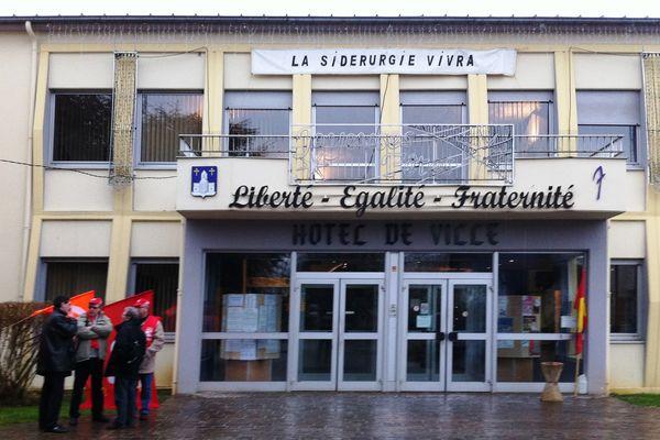 Jeudi 20 décembre 2012, l'intersyndicale d'ArcelorMittal Florange s'invite chez le député Liebgott en sa mairie de Fameck (57).