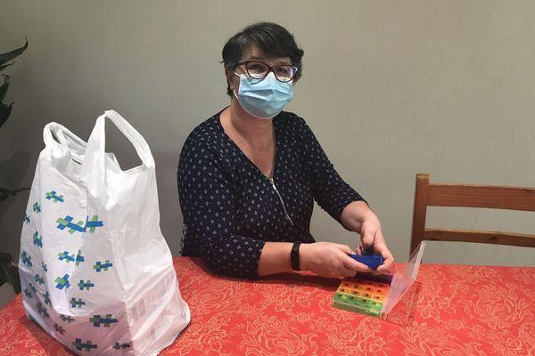 Touchée il y a 3 mois par le COVID 19, Jacqueline Boucheyras prend encore de nombreux traitements.