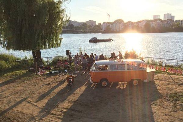 Miss Ruby Combi, guinguette mobile et décalée sur la plage de Saint-Sébastien-sur-Loire