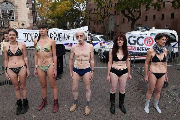 Les cinq derniers grévistes de la faim militants anti-GCO, le 12 novembre à Strasbourg
