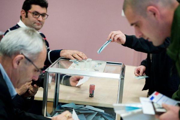 Un bureau de vote de Saint-Malo-du-Bois (Vendée).
