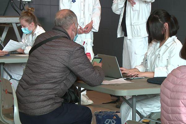 Les postes recherchés concernent la vaccination et l'accueil des patients
