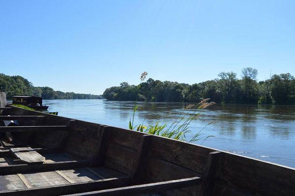 """""""Avec un fleuve long pour y mirer la terre/ Quand la Loire est musique et donne le tempo """""""