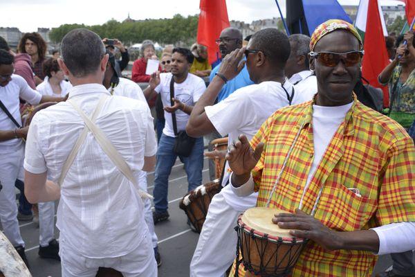 Les tambours des Amis du Bele, de Gwa-Kan-Ka, de Bambou Kréyol et de Coeur Caraïbes ont participé au cortège, le jeudi 10 mai.