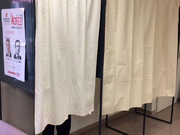 Les bureaux de vote sont ouverts depuis 9h ce matin jusque 19h ce soir - 29 janvier 2017