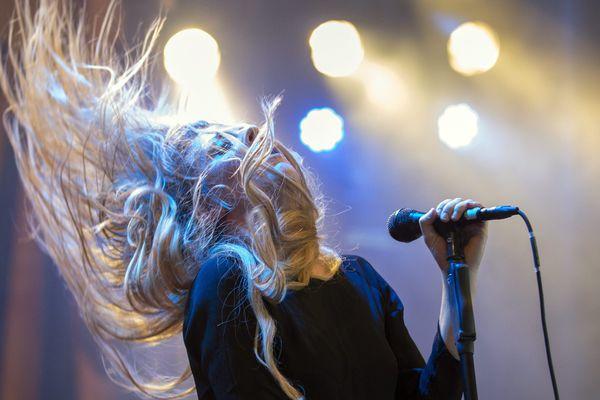 """La chanteuse du groupe """"Blues Pills"""", sur la scène du Gurten music open air festival à Berne, en Suisse, en juillet 2015."""