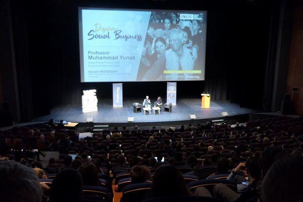 Muhammad Yunus s'est déplacé à Dijon, le mercredi 6 mars, pour donner une conférence aux étudiants de l'école de commerce