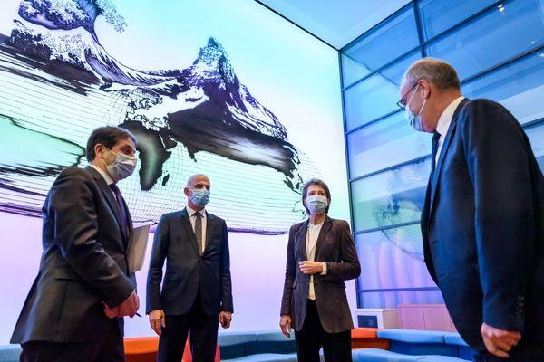 Le porte-parole du gouvernement suisse, le ministre de l'Intérieur Alain Berset, la présidente de la Confédération Simonetta Sommaruga et le ministre de l'Economie Guy Parmelin à Berne, ce vendredi 18 décembre.