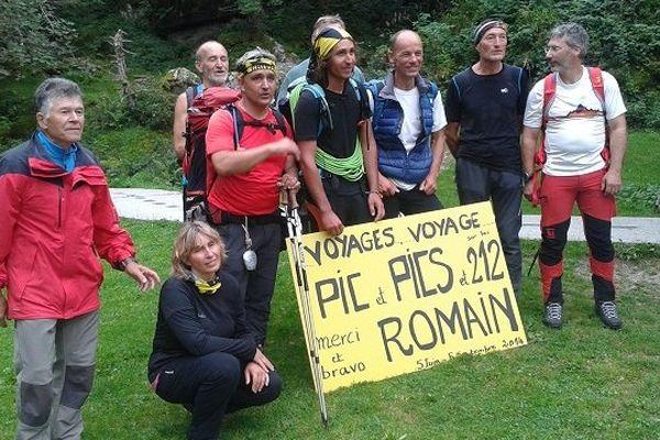 Romain Da Fonseca entouré de ses proches à son arrivée.
