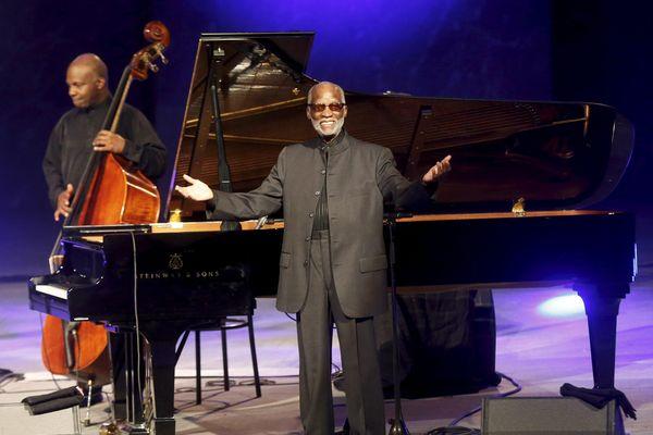 Ahmad Jamal, bientôt 87 ans, rend hommage à Marseille à l'Opéra.