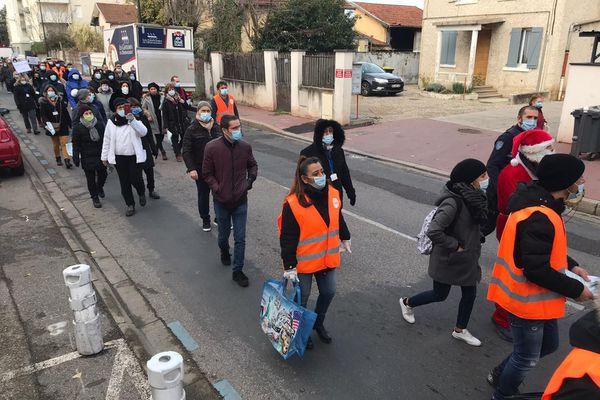 Les salariés Gifrer se rendent à la mairie de Décines (8/12/20)