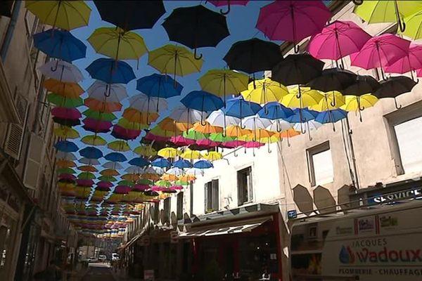 Une occasion de plus d'admirer les parapluies suspendus de la rue d'Alsace-Lorraine
