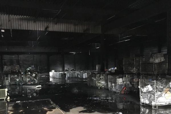 Les locaux de la société Envie ravagés par un incendie, mardi 30 juin 2020.