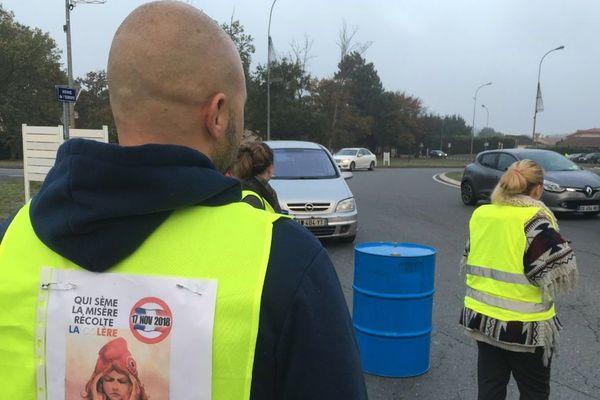 """Un des manifestants """"Gilets jaunes"""" a été renversé par un automobiliste ce matin à Biganos, en Gironde."""
