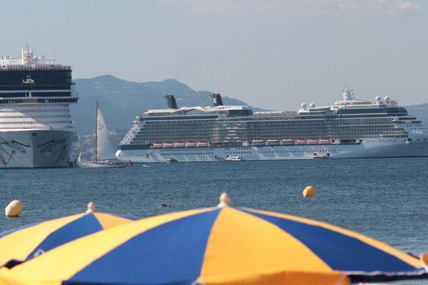 Deux navires de croisière en baie de Cannes (archives).