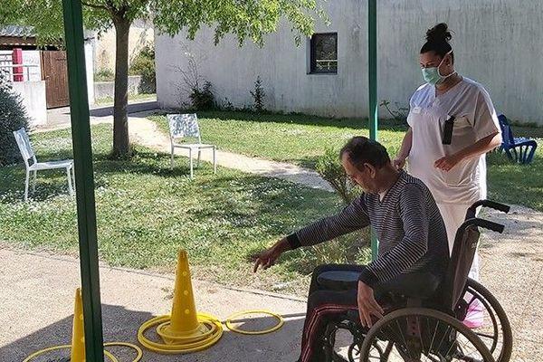 Au foyer d'accueil médicalisé Villaret-Guiraudet à Alès, les activités extérieures ont été privilégiées.