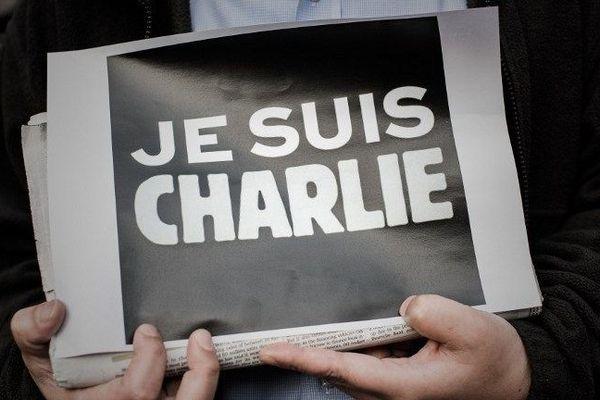 L'émotion ne retombe pas après la tuerie qui a frappé le journal satirique Charlie Hebdo à Paris mercredi 7 janvier 2015
