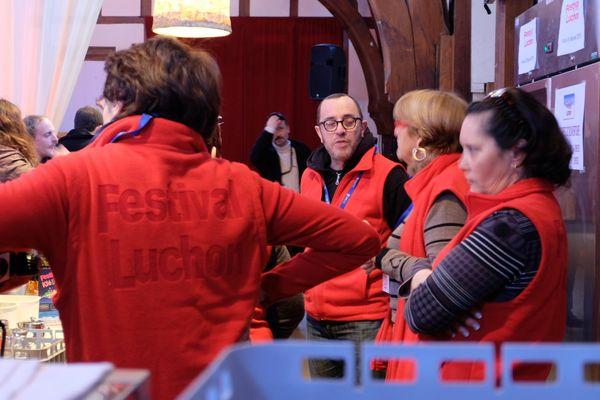 Tout de rouge vêtus, ils œuvrent souvent dans l'ombre pour le bon fonctionnement de a logistique du Festival de Luchon