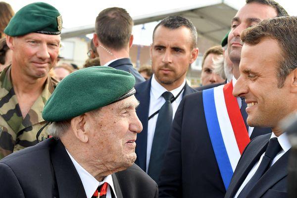 Léon Gautier et Emmanuel Macron, lors de la cérémonie de Colleville-Montgomery - le 6 juin 2019 - 75ème anniversaire du débarquement.