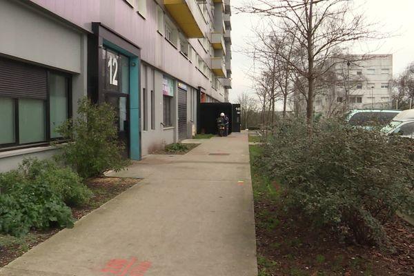 C'est au pied de cet immeuble que la fusillade a eu lieu lundi 11 janvier 2021, dans le quartier des Dervallières à nantes