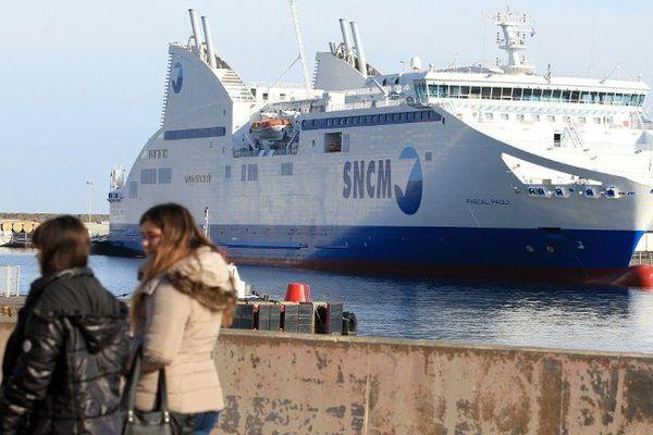 Un navire de la SNCM, le Pascal Paoli, dans le port de Bastia (Haute-Corse)