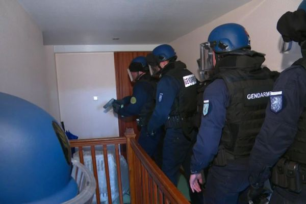 Une quinzaine de gendarmes lourdement équipés sont intervenus