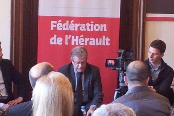 Jean-Pierre Moure présente son programme à son QG de campagne le 31 janvier 2014