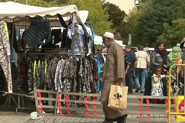 Le marché des Sablons se tient chaque jeudi dans la ville du Mans
