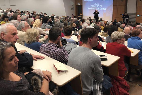 Trois cent personnes assistaient à cette réunion publique dans le cadre du grand débat
