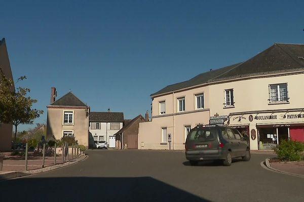 Le centre-ville de Téloché (Sarthe)