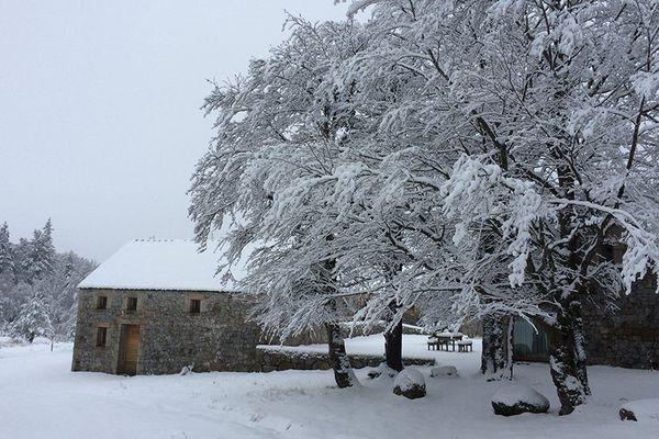 La neige au mas de la Barque en Lozère