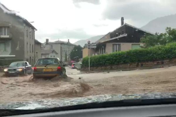 Un orage stationnaire a provoqué des inondations et l'évacuation par sécurité  de la maison de retraite de Nantua ce 10 juin 2021. Une alerte orange est en vigueur dans le département de l'Ain.