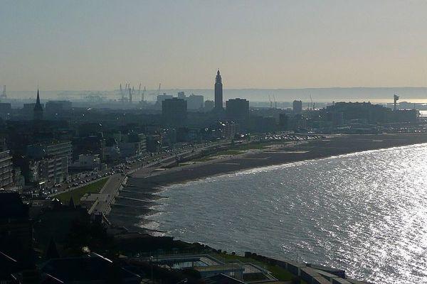 Ombre et lumière au Havre, entre brume et clarté.