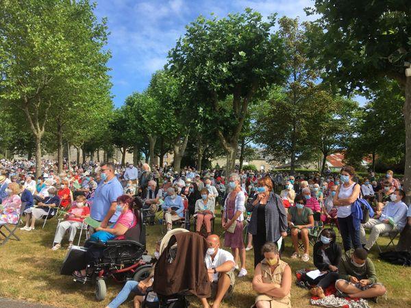 Les fidèles sont venus nombreux à Querrien, ce 15 août. Ils ont assisté à la messe en plein air