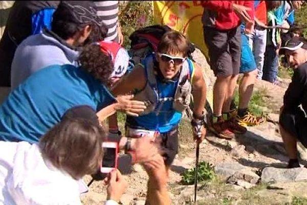 Xavier Thévenard, en plein effort pendant l'ultra-trail du Mont-Blanc