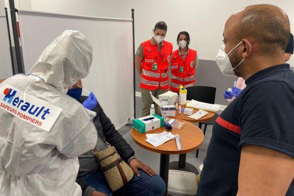 Montpellier - les sapeurs-pompiers de l'Hérault sont le premier de SDIS de France à avoir était habilité à utiliser les tests antigéniques - 24 novembre 2020.