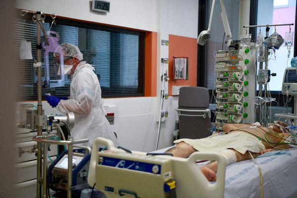 Le service de réanimation au centre hospitalier régional d'Orléans, lors de la première vague de Covid-19.