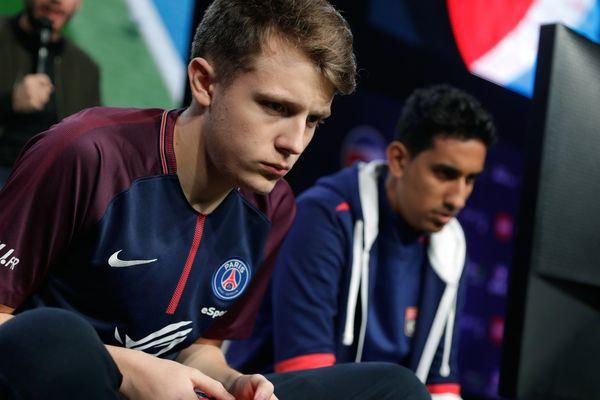 """Lucas Cuillerier, dit DaXe"""", en demi-finale de l'ESWC Fifa 18 Challenge, le 5 novembre 2017 à la Paris Games Week."""