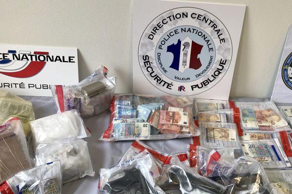 Le matériel saisi lors d'une vaste opération contre un réseau de trafic de drogue le17 novembre en Ille-et-Vilaine