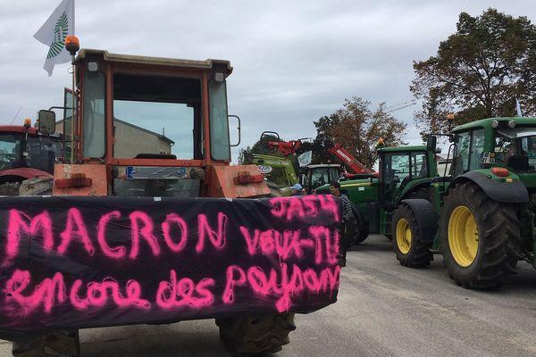 La banderole de la colère pour des agriculteurs qui se sentent abandonnés.